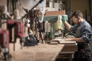 Jak ograniczyć koszty produkcji w przedsiębiorstwach