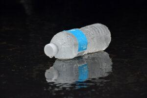 Czy warto zamówić wodę butelkowaną dla firmy